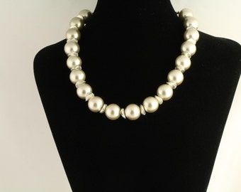 Glass Pearl Necklace. Listing  62491678