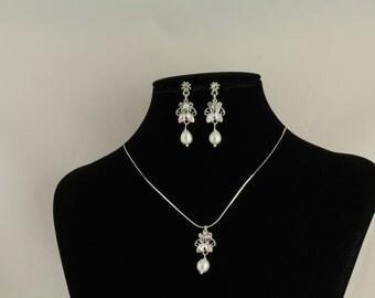 Freshwater Pearl Rhinestone Bridal Pendant. Listing  70627550
