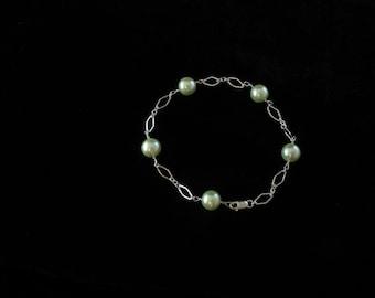 Glass Pearl Bracelet.  Listing  25998567