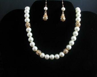 Pearl and Rhinestone Necklace. Listing  28622260