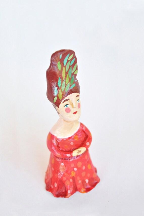 figurine sculpture woman