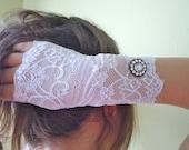 NEW---White Bridal Wrist Cuffs,Gothic Gloves, Ivory Lace Gloves , Bride,Bridal Lace,Wedding Gloves,Romantic,Fashion,Cuffs Wedding Cuffs