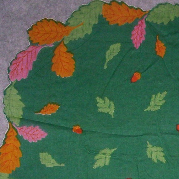 Vintage Figural Hankerchief Autumn Leaves on Green