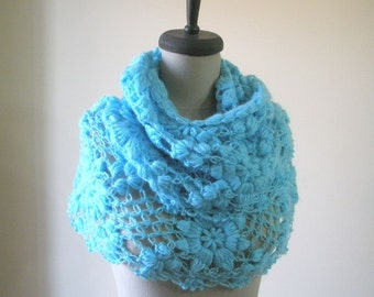 TURQUOISE Crochet Shawl Blue triangle scarves cowl Crochet Flower Shawl fashion spring fashion accessoires.