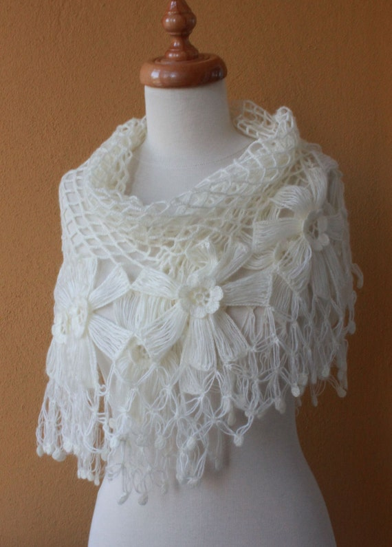 Shawl Wedding. Ivory Shawl. Crochet Shawl. TRIANGLE FLOWER FLOWERS