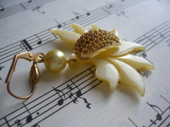 GIGUE French Vintage Yellow Flower Earings