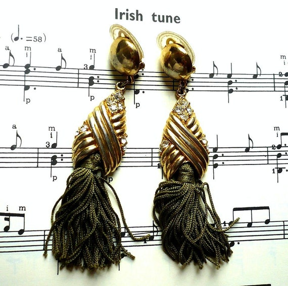IRISH TUNE French Vintage Green Tassel Clip on Earrings