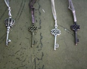 Antique - style skeleton key bookmark