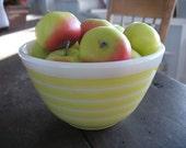 Pyrex 401 Yellow Strip Bowl