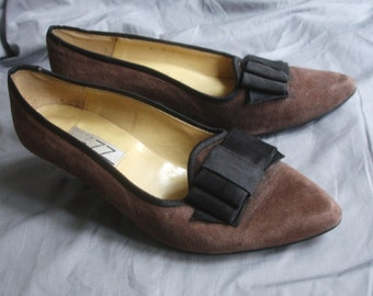 Vintage 80s Shoes Brown Suede  with  Black Bow Size 8 by Jazz