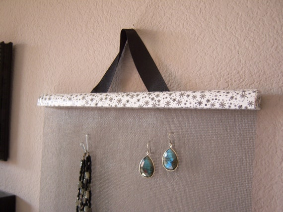 Photo and Jewelry Organizer in Asterisk Pattern