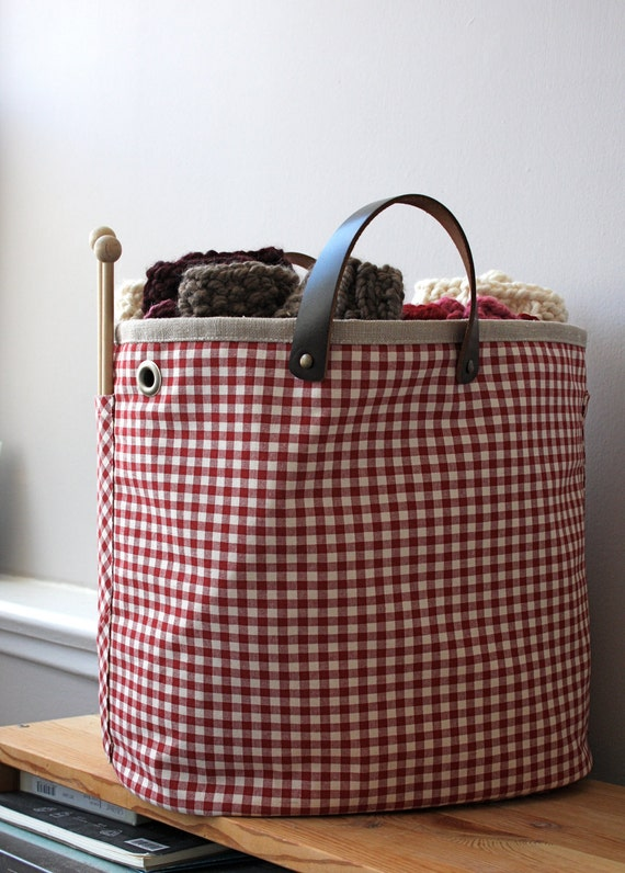 Knitting barrel, red gingham