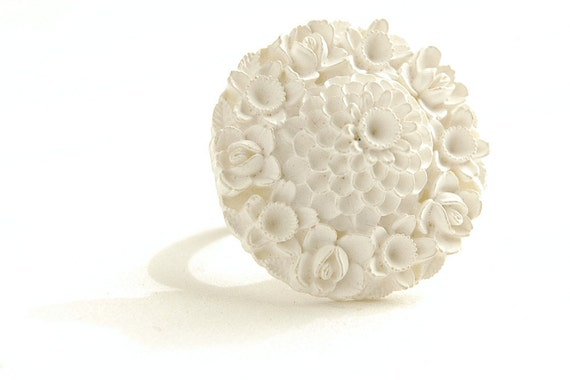 Summer Sale White Cocktail Ring Floral Garden Roses Daffodils Zinnia 1940s Vintage Japanese Celluloid