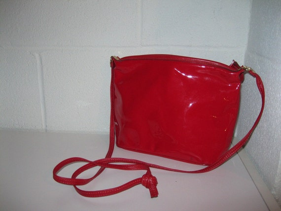 Sale. Vintage Red Leather Purse / Crossbody Purse / Red Shoulder Bag  Candy Apple Red / Free Shipping