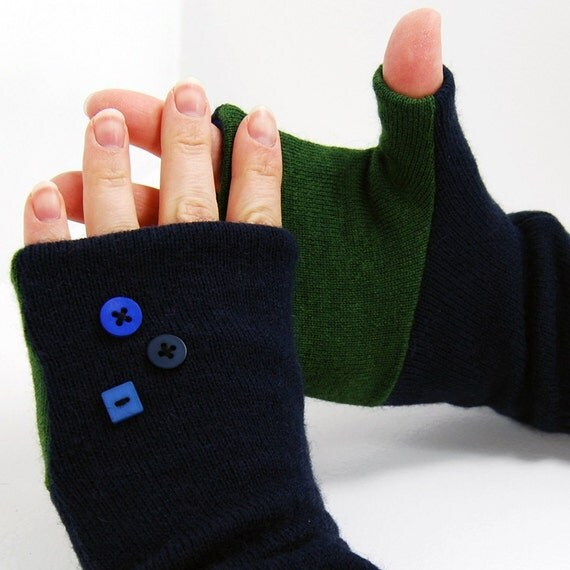 SALE Fingerless Gloves in Evergreen and Navy Blue - Recycled Wool - Fleece Lined Mitts