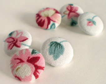 Fabric Buttons, Winter Flowers, 6 Small Floral Fabric Covered Button, Red Pink Blue Green White, Rose Flowers Fabric Button, Sewing Quilting