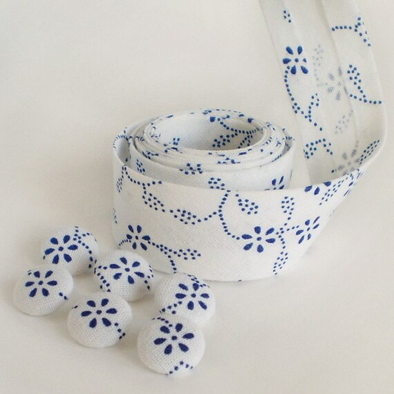 6 Small Fabric Covered Buttons and 5 Yards Handmade Cotton Bias Tape Binding Set - Blue Dying Flowers In White  - THE LAST ONE
