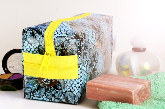 Make Up Bag Toiletry Case Cosmetic Kit Blue Lace Oilcloth Medium
