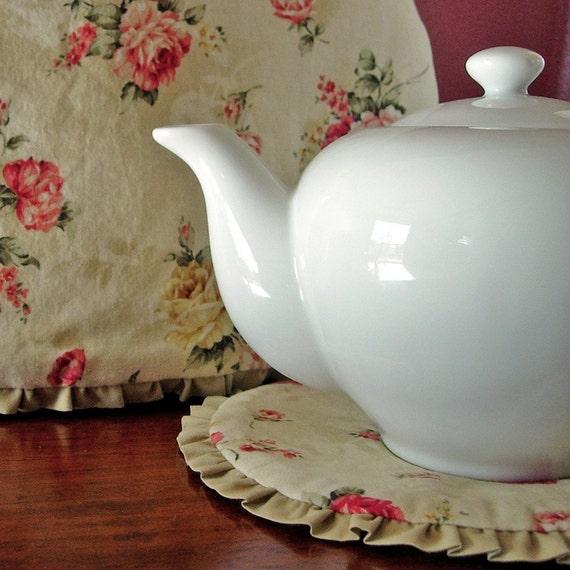 Shabby Chic Tea Cozy   Potholder Gift Set   Retro 50s   Red roses   Tea pot cosy - Ready to ship