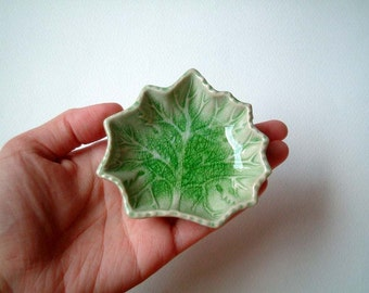 Green Maple Leaf Ceramic Plate: sauce, dish, spa, oil, aroma, shower, gift, mini, small, little, home, decor, soap, bath, beads, button, kid