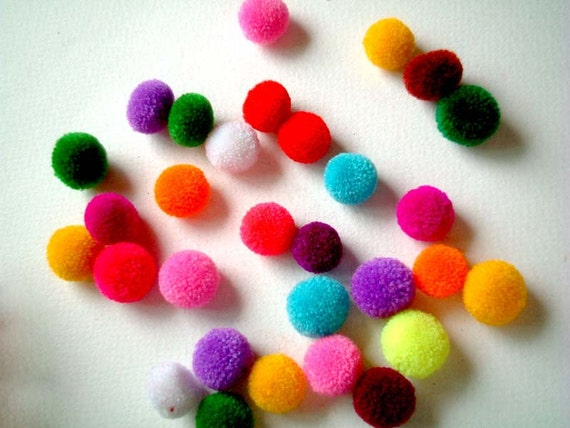 20 Party Yarn Pom Poms, yarn balls, yarn poms, pom pom, yarn beads, soft, pompom, pink, blue, green, yellow, bright, toss, confetti
