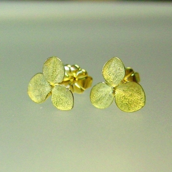 Flower earrings small gold stud earrings 18k yellow gold for Gemsprouts tiny plant jewelry