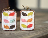 Natural wood earrings Wooden handmades Vine paper Rustic style Bright colors Handcrafted by The Paisley Mill . WiJNSTOK