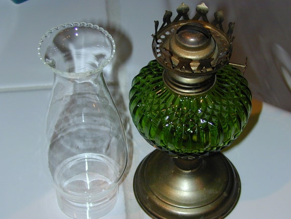 GREEN DIAMOND, VINTAGE HURRICANE OIL LAMP, IN FINE CONDITION WITH VINTAGE CHIMNEY