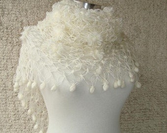 EXPRESS DELIVERY- Ivory Bridal Mohair Daisy Flower Triangle Shawl - For her mom gift
