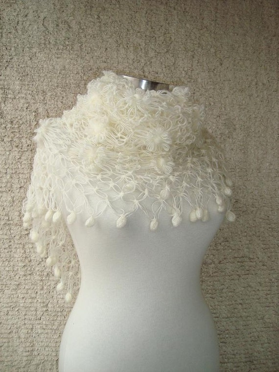EXPRESS DELIVERY- Ivory Bridal Mohair Full Daisy Flower Triangle Shawl - For her mom gift