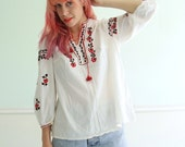 Floral Embroidered Vintage 70s Boho Blouse - White and Red Cotton - M L