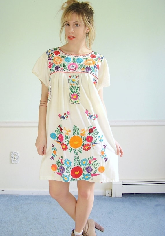 Mexican Embroidered Vintage 70s SS White Cotton Mini Boho Dress S M