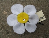 Flower Hair Pin or Brooch - Daisy Days
