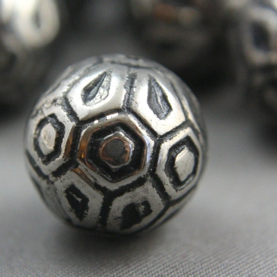 10 Vintage Silver Round Ornate Lucite Beads 14mm