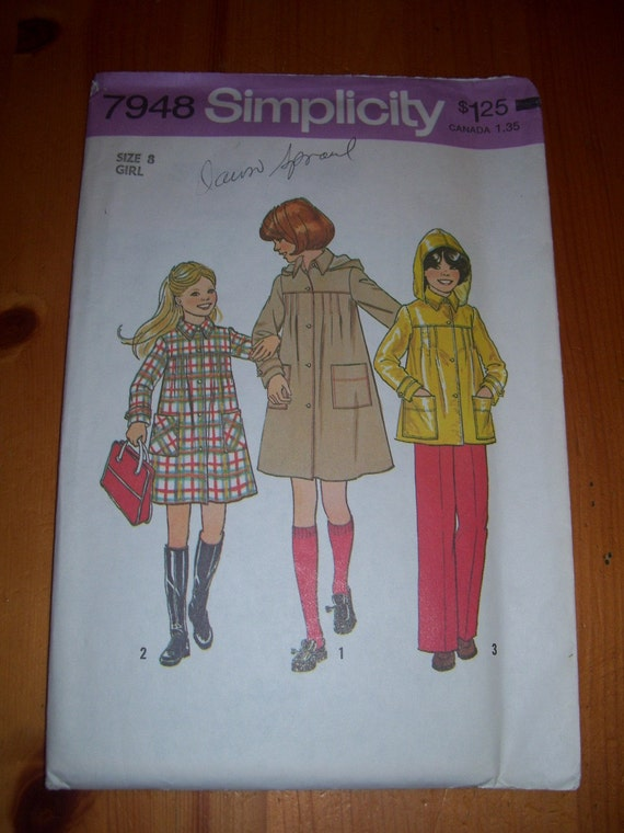 1970's Girl's coat or jacket with detachable hood pattern size 8