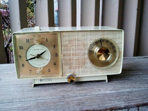 1940's General Electric Tube Clock Radio in Honey Beige