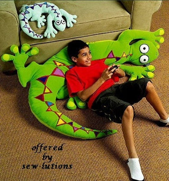Oop Huge Lizard Pillow Sewing Pattern Mccalls 5150 2 Sizes