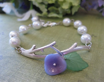 Petite Jardin - Antiqued Silver Vine and Ivory Pearl Bracelet