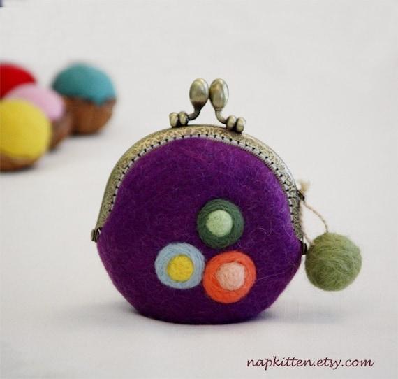 Wool coin purse -- Three flowers