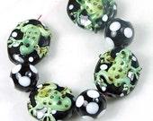 Frog Black Polka dot Lampwork Handmade Beads (L714)