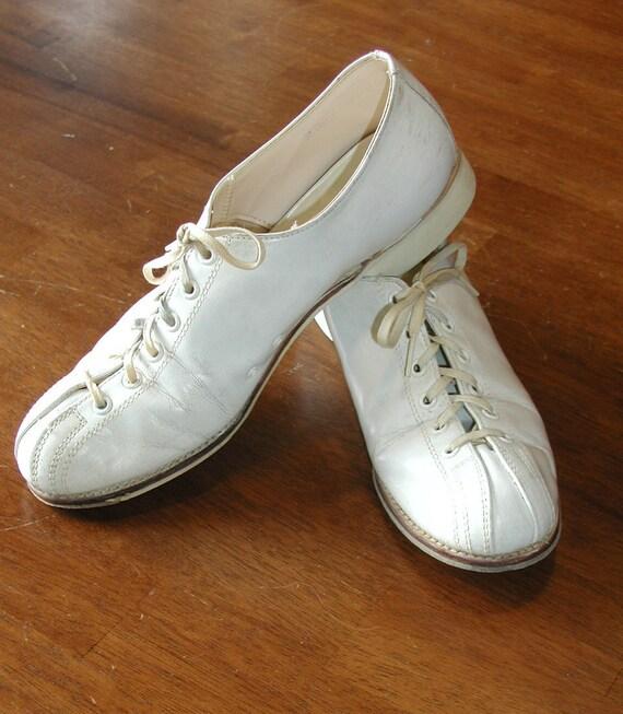 Vintage Brunswick Womens White Bowling Shoes Size 7.5 US