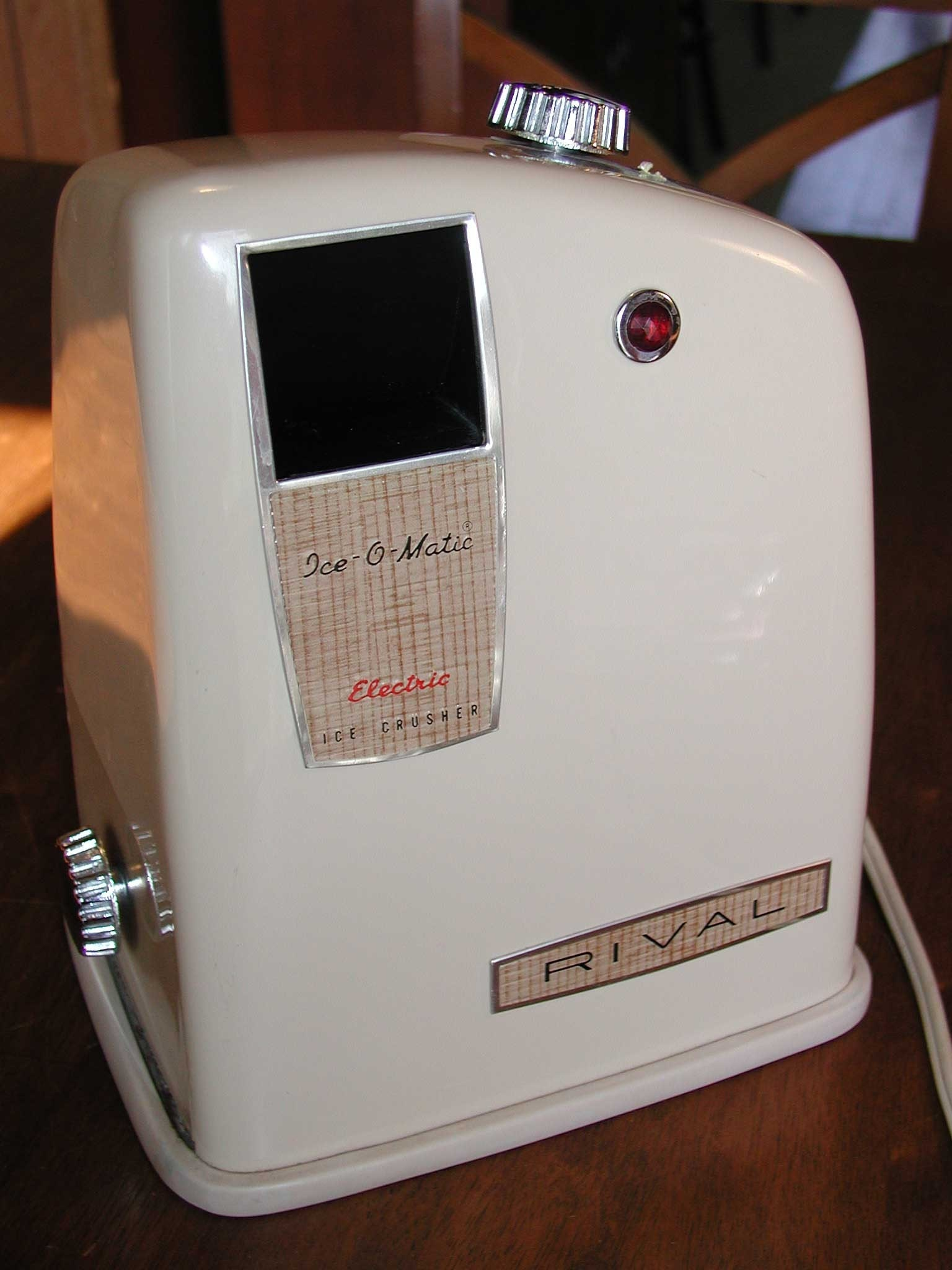 Vintage Rival Ice O Matic Electric Ice Crusher Features