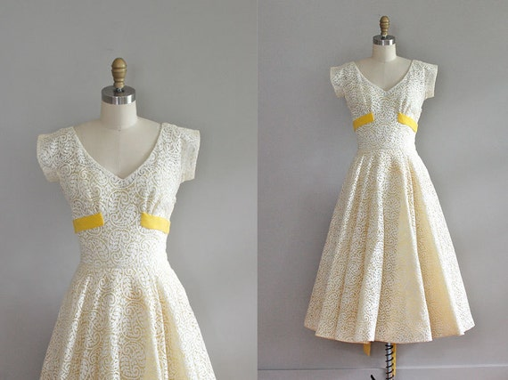 1950s dress / vintage 50s / Bee's Wing lace dress