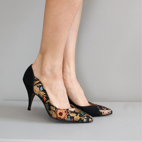 tapestry heels / 1980s floral shoes / Metal Flower
