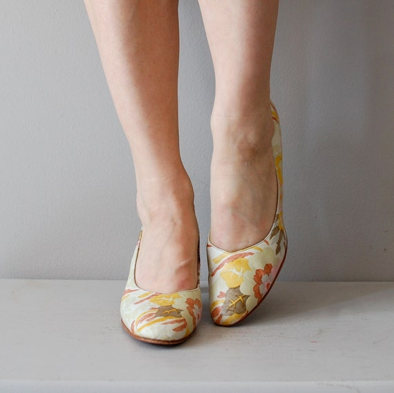1960s shoes / floral shoes / 60s floral heels