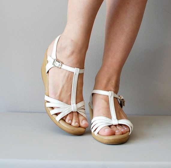 1970s t-strap wedges / 70s sandals / t-strap shoes