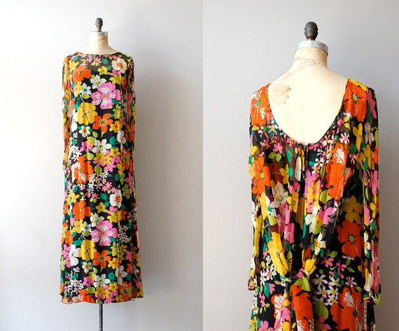 S A L E 1970s maxi dress / 70s silk dress / silk floral maxi / Quinta da Aveleda