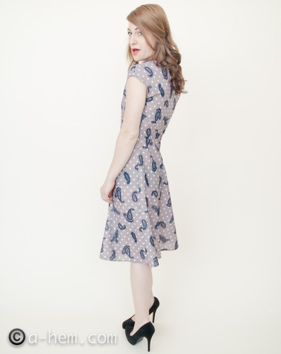 Pretty Paisley A-Line Dress / 1970s / Vintage