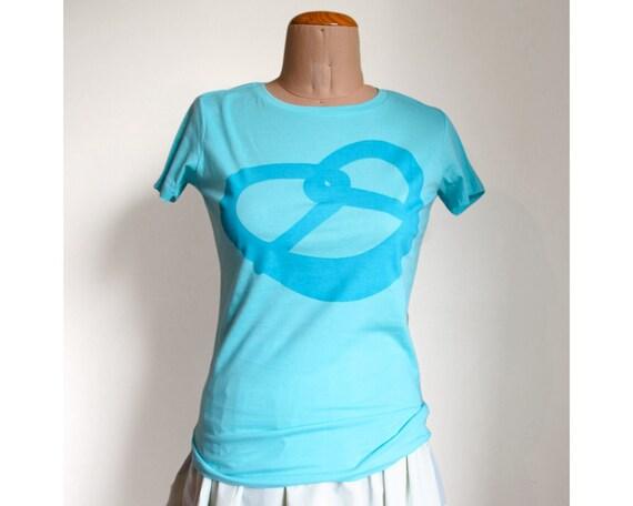 Pretzel T-shirt (Size 8) Aqua