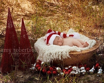 Christmas photo props,Santa Christmas hat with pompom, Santa baby hat , knit photo prop hat,photo prop and present for your sweet one,0-12m